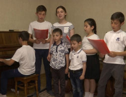 Krepkaya-i-schastlivaya-semya-Akievyh