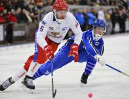 Russia's Alan Dzhusoev (L) and Finland's Samuli Helavuori fight for the ball during their Bandy World Championship match in Trollhattan January 29, 2013. REUTERS/Anders Wiklund/Scanpix Sweden (SWEDEN - Tags: SPORT) SWEDEN OUT. NO COMMERCIAL OR EDITORIAL SALES IN SWEDEN. THIS IMAGE HAS BEEN SUPPLIED BY A THIRD PARTY. IT IS DISTRIBUTED, EXACTLY AS RECEIVED BY REUTERS, AS A SERVICE TO CLIENTS