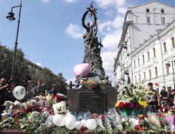 MOSCOW, RUSSIA - SEPTEMBER 3, 2019: A memorial to the victims of the 2004 Beslan school siege when a group of Chechen militants took hostage over 1,200 people and killed 334, among them 186 children, in Solyanka Street. Alexander Shcherbak/TASS  Ðîññèÿ. Ìîñêâà. Ìåìîðèàë æåðòâàì Áåñëàíà íà óëèöå Ñîëÿíêà âî âðåìÿ àêöèè ïàìÿòè æåðòâ òåðàêòà â áåñëàíñêîé øêîëå ¹ 1. Àëåêñàíäð Ùåðáàê/ÒÀÑÑ