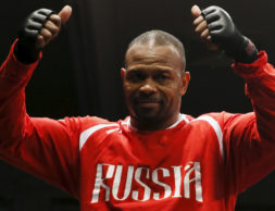 American-Russian boxer Roy Jones Jr reacts during an open training session in Moscow, Russia, December 9, 2015. Jones will face Britain's Enzo Maccarinelli in a non-title fight on Saturday, December 12.  REUTERS/Maxim Shemetov - GF10000260068